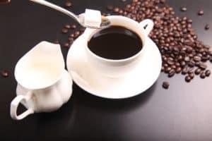 Kaffee mit Zucker